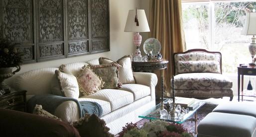 Style Traditionnel: L'élégance capitonnée des petits espaces