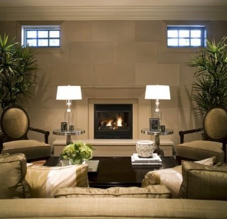 Un salon élégant où les stricts essentiels sont présents et bien à leur place: sofa, chaises, tables, éclairage. SOURCE : http://coolshire.com/
