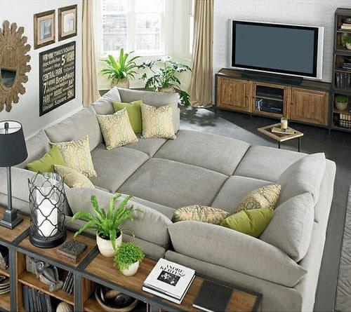 Le canapé en point focal SOURCE : http://allhumorpic.com/