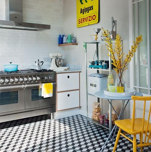 Il suffit parfois de trois fois rien pour créer un effet WOW géant dans n'importe quelle petite cuisine! SOURCE: http://housetohome.media.ipcdigital.co.uk/