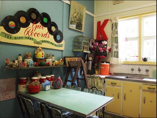 cuisine-retro-accessoires-articles-decoratifs-decorer-cuisine-idees-solutions-trucs_conseils_comment_decoration_design_interieur_ameublement_quebec_canada