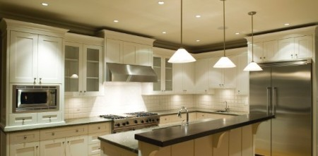 Un éclairage parfait! SOURCE: http://www.kitchen-lighting-tips.com