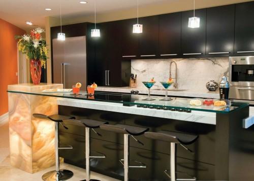 Aussi pratique qu'esthétique, l'ilôt en cuisine: un allié de taille! SOURCE:http://bedroomkitchen.com