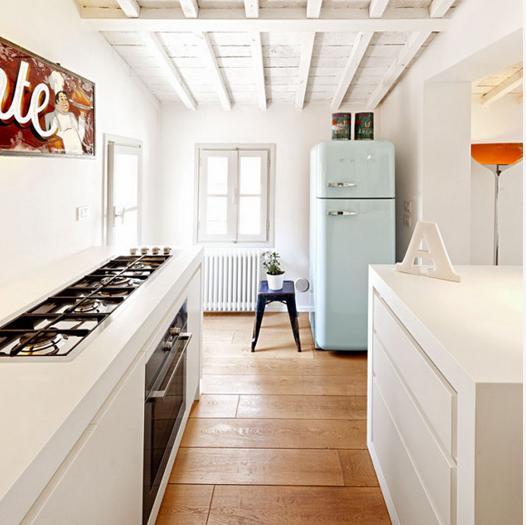 réfrigérateur-frigo-retro-vintage-smeg-decorer-cuisine-idees-solutions-trucs_conseils_comment_decoration_design_interieur_ameublement_quebec_canada