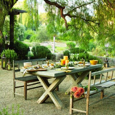 table-salle-a-manger-outdooring-amenager-meubler-decorer-eclairer-exterieur-cour-arriere-jardin-pieces-exterieures-espace-exterieur-meubles-exterieurs-decorer-idees-solutions-trucs_conseils_comment_decoration_design_interieur_ameublement_quebec_canada