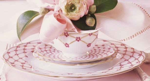 vaisselle-couvert-assiettes-faience-decorer-cuisine-idees-solutions-trucs_conseils_comment_decoration_design_interieur_ameublement_quebec_canada
