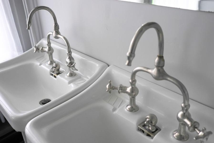 Salle de bain comment choisir le bon lavabo et la bonne for Robinetterie porcher salle de bain