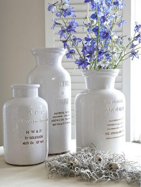 bouteilles-ceramique-bleu-blanc-style-provencal-idees-solutions-rangement-salle-de-bain-decoration-meubles-quebec-canada