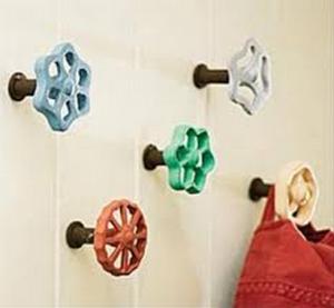 crochets-ludiques-rigolos-originaux-idees-solutions-rangement-salle-de-bain-decoration-meubles-quebec-canada