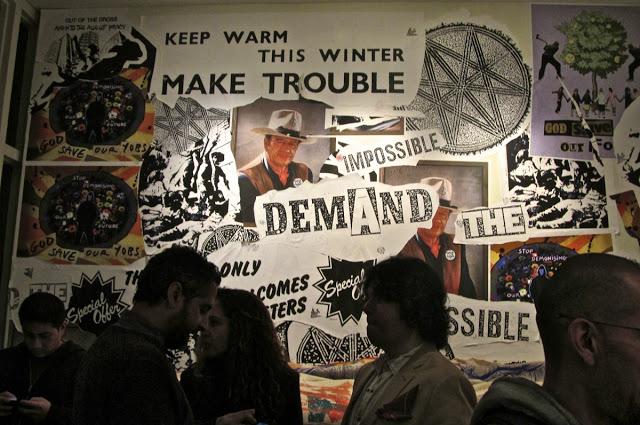 jamie_reid_mur_collage_style_decor_decoration_post-moderne_punk_ameublement_quebec_canada