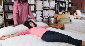 Chambre à coucher: Comment choisir le bon matelas et les bons oreillers