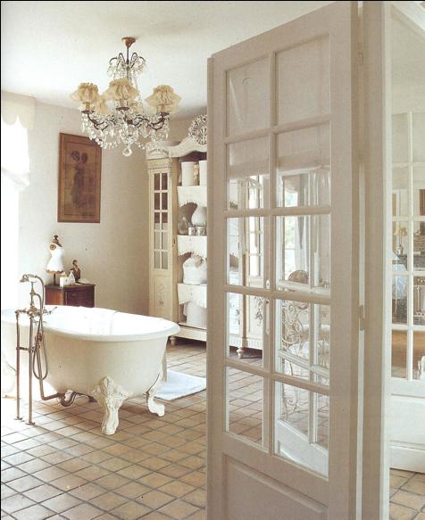 touche-shabby-chic-armoire-salle-de-bain-style_decor_provincial-francais_ameublement_quebec_canada