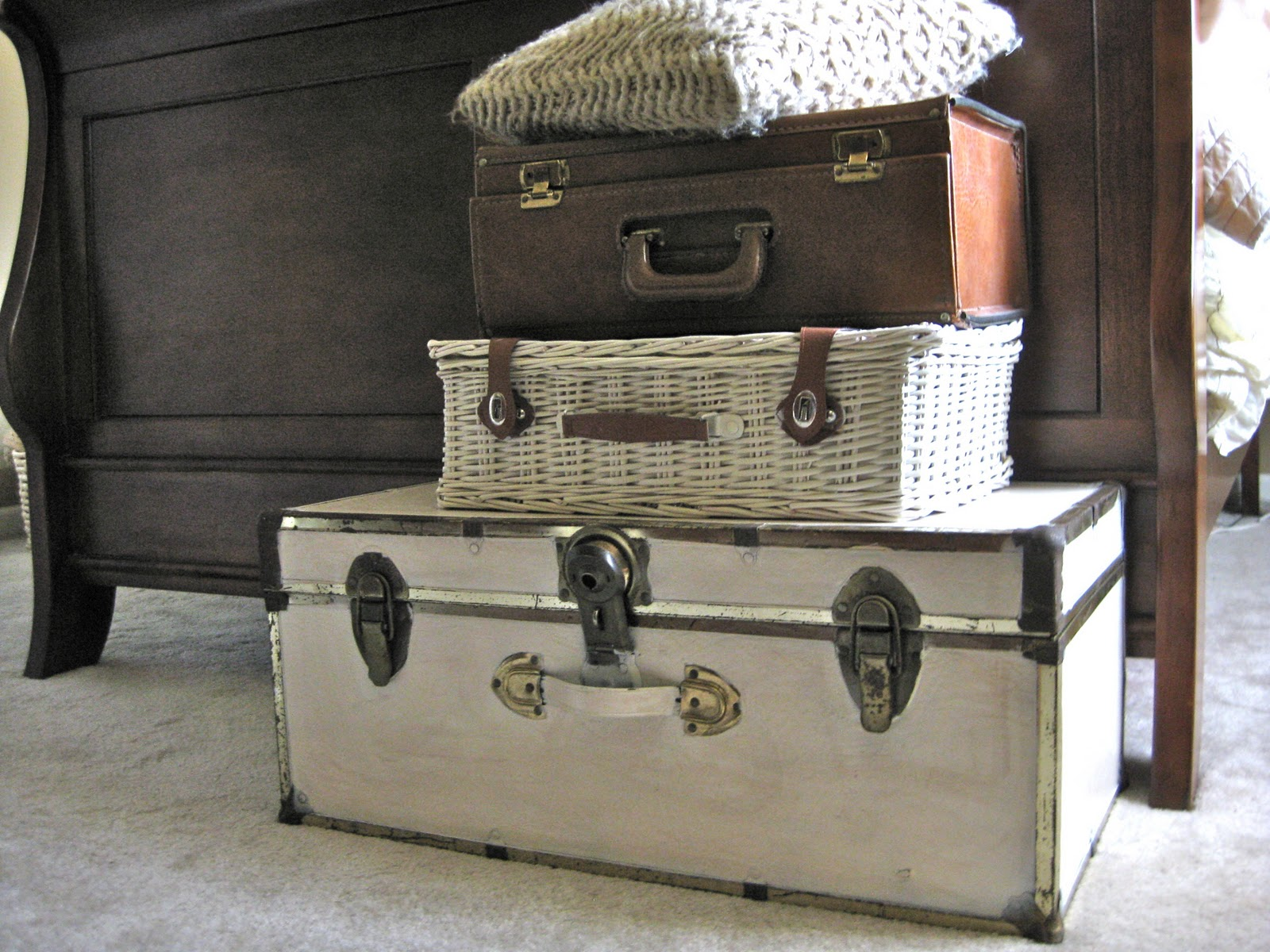 valises-antiques—menage-tri-rangement-epuration-maison-menage-organisation-minimalisme-decorer_deco_idees_solutions_trucs_conseils_comment_decoration_interieure_design_interieur_ameublement_quebec_canada