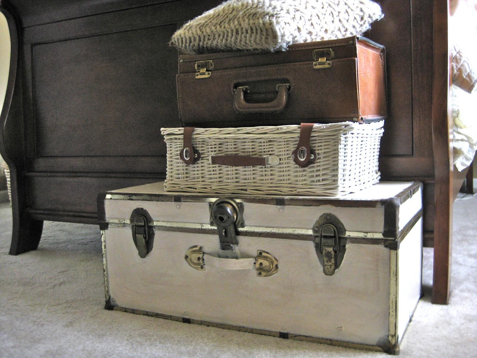 valises-antiques—menage-tri-rangement-epuration-maison-menage-organisation-minimalisme-decorer_deco_idees_solutions_trucs_conseils_comment_decoration_interieure_design_interieur_ameublement_quebec_canada